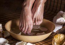 soak feet apple cider vinegar