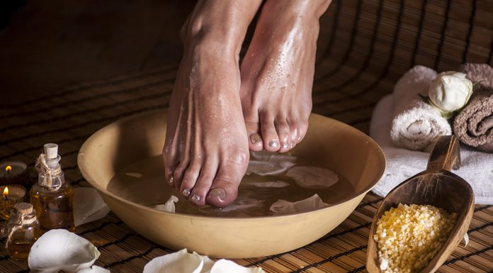 soak feet apple cider vinegar